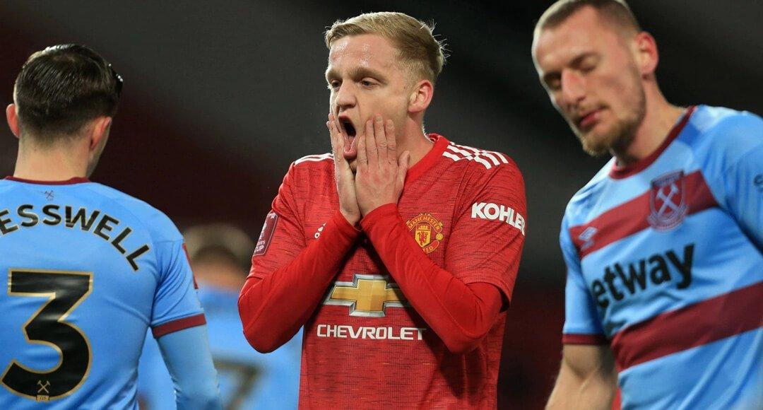 Donny van de Beek looks dejected against West Ham United